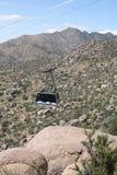 Sandia spårvagnbil upp lutningen - vertikal riktning Arkivfoton