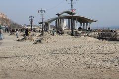 Sandig Brighton strandstolpe Royaltyfria Bilder