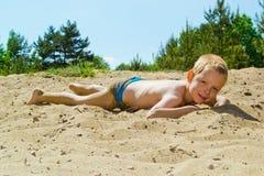 Sandig strand arkivbild