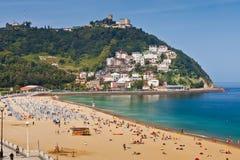 Sandig strand av Laconchaen i San Sebastian, Spanien arkivbilder
