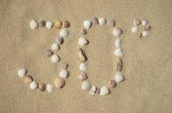 Sandig strand - 30 grader Arkivfoto