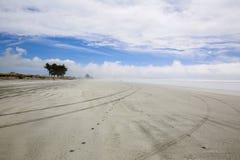 Sandig strand i morgonen Westport av Nya Zeeland Arkivbild