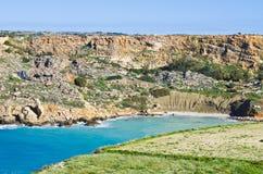 Sandig strand i vinter, Malta Arkivfoton