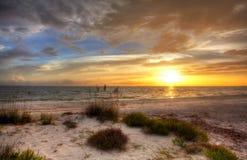 Sandig strand med solnedgång arkivfoto