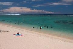 Sandig strand och hav Laguneremitboning, möte Arkivbilder