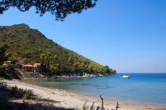 Sandig strand på den adriatic kusten Royaltyfri Foto