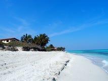 Sandig strand på det karibiska havet i den Varadero staden i Kuba Arkivbilder