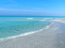 Sandig strand på det karibiska havet i den Varadero staden i Kuba Arkivfoto