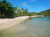 Sandig strand på Nananu-jag-rommar ö, Fiji Royaltyfri Foto