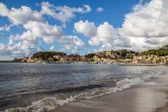 Sandig strand på Port de Soller Royaltyfri Fotografi