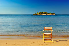 sandig strandstol Royaltyfri Fotografi