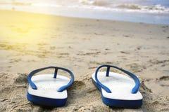 sandiga strandkustsandals Royaltyfria Foton