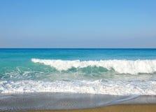 sandiga waves för strand Arkivbilder