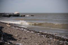 Sandigt och Rocky Lake Erie Shore Arkivbild