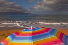 sandigt paraply för strand royaltyfria bilder