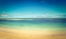 sandigt tropiskt för strand Härligt landskap panorama royaltyfri fotografi