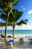 sandigt tropiskt för strandsemesterort Royaltyfria Bilder