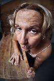 sanding kvinna för fedupmöblemang Arkivfoton
