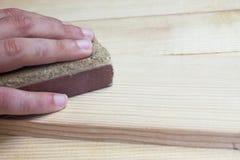 Sanding trä för hand Fotografering för Bildbyråer