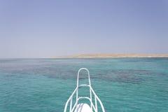 Sandinsel und Horizont vor einer Lieferung Lizenzfreies Stockbild