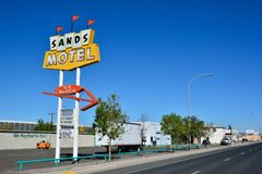 Sandmotell och tecken historiska Route 66 Arkivfoton