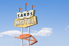Sandmotell och tecken historiska Route 66 Fotografering för Bildbyråer