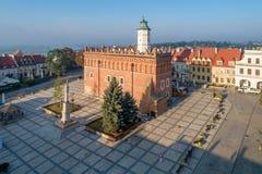 Sandomierz, Polonia Ayuntamiento y plaza del mercado foto de archivo libre de regalías