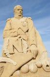 Sandpappra skulptur av kejsaren napoleon mot blå himmel Arkivbild