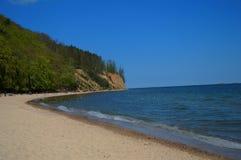Sandpappra stranden i den Gdynia OrÅ 'owoen, Polen Royaltyfri Bild