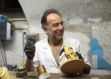 Sandro Riso dentro del Cartapesta famoso de Claudio Riso en Lecce, Italia foto de archivo libre de regalías