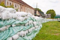 Sandsäckar för flodförsvar Royaltyfria Bilder