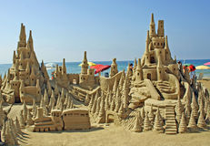 Sandschloß auf dem Strand Lizenzfreies Stockbild
