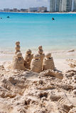 Sandschloß in Cancun Stockbild
