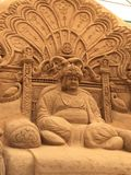 Sandskulpturen av Maharaja Srikant Wodeyar i Mysore Royaltyfri Foto