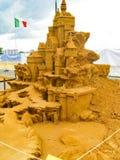 SandskulpturSTORVERK AV MÄNSKLIGHET arkivbild