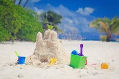 Sandslott på strand Arkivbild