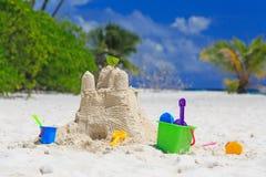 Sandslott på strand Arkivfoto