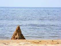 Sandslott på strand Royaltyfri Bild