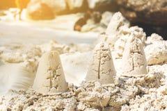 Sandslottsommar på stranden royaltyfri fotografi