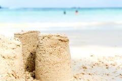 Sandslottsommar på stranden royaltyfria foton