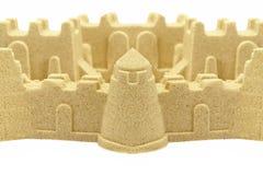 Sandslottvägg och torn som isoleras på vit bakgrund Fotografering för Bildbyråer