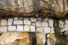 Sandstein-Block-Stützmauer Stockfotografie