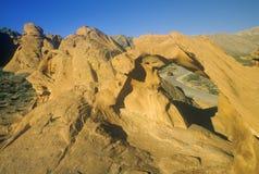 Sandstein-Bogen und Fenster auf Abbildung 8-Straße im Tal des Feuer-Nationalparks, Nanovolt Stockbilder