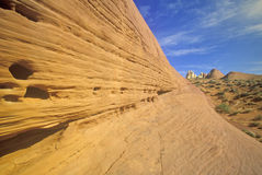 Sandstein mit Blick auf weißen Hauben-Felsen im Tal des Feuer-Nationalparks, Nanovolt Stockfotos