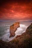 Sandstein pillers Sonnenaufgang vom Wasser bei Apostel 12 Lizenzfreies Stockfoto