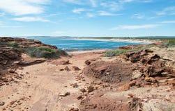 Sandstein-Spur mit dem Indischen Ozean Lizenzfreie Stockfotografie