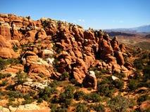 Sandstein tritt im Bogen-Nationalpark in Utah zutage Lizenzfreie Stockfotos