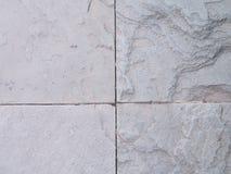 Sandsteinbodenbelag neben einem Garten Detail der Sandsteinbeschaffenheit Lizenzfreies Stockfoto