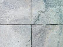 Sandsteinbodenbelag neben einem Garten Detail der Sandsteinbeschaffenheit Lizenzfreies Stockbild