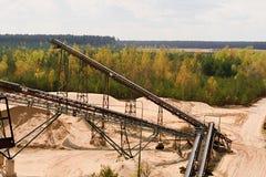 Sandsteinbruch und Förderbänder Baugewerbe Horizontales Foto Stockfotografie
